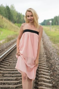 Photo free women, blond, railroad