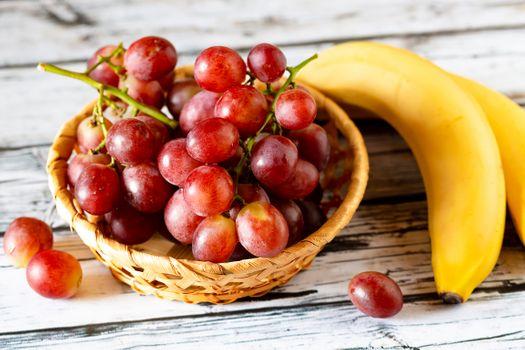 Виноград и бананы