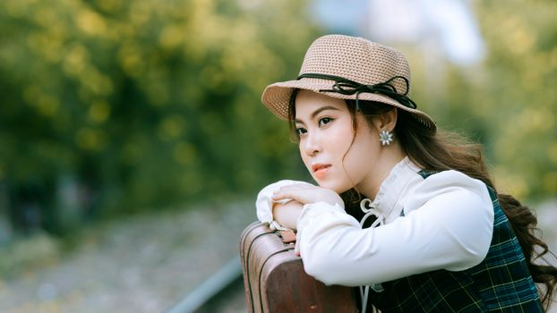 Photo free young woman, hat, asiatic