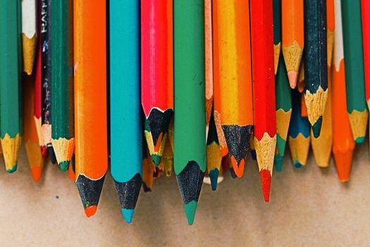 Colored pencils · free photo