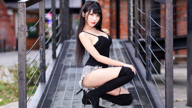 Фото бесплатно азиатка, коленные сапоги, эротика