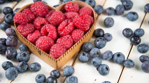 Photo free serdechko, blueberry, raspberry