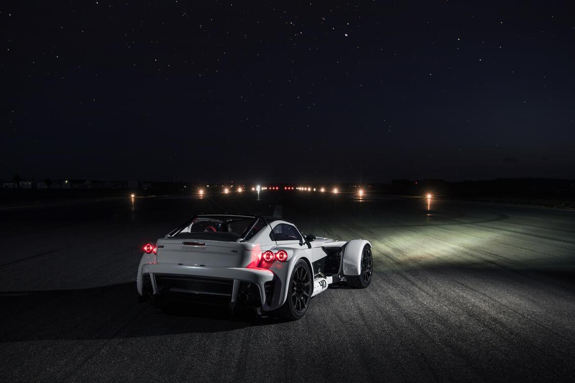 Фото машины автомобили 2018 года задняя часть - бесплатные картинки на Fonwall