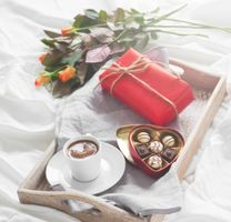 Праздничные дни и розы