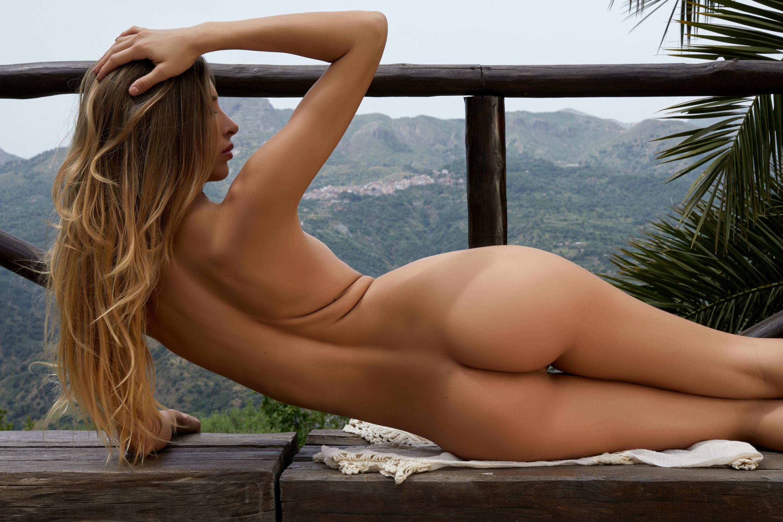 Красивая голая попка