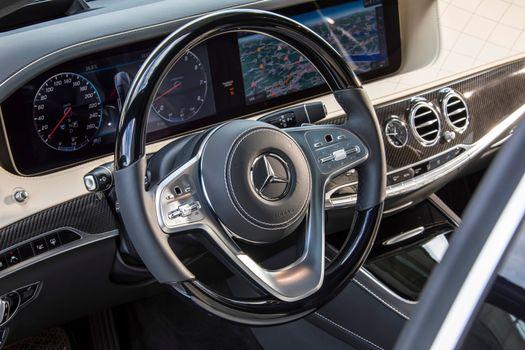 Бесплатные фото Mercedes-Benz S-Klasse S 560,руль,доска приборов,панель,цифровая,новые технологии,передовые технологии,салон