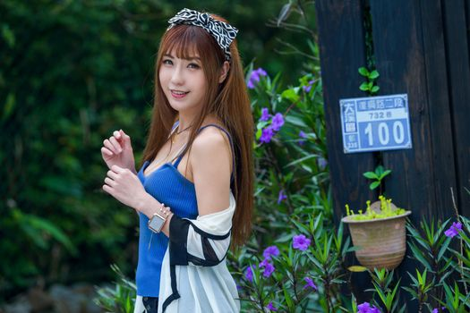 Photo free glance brown haired, hands, asian smile