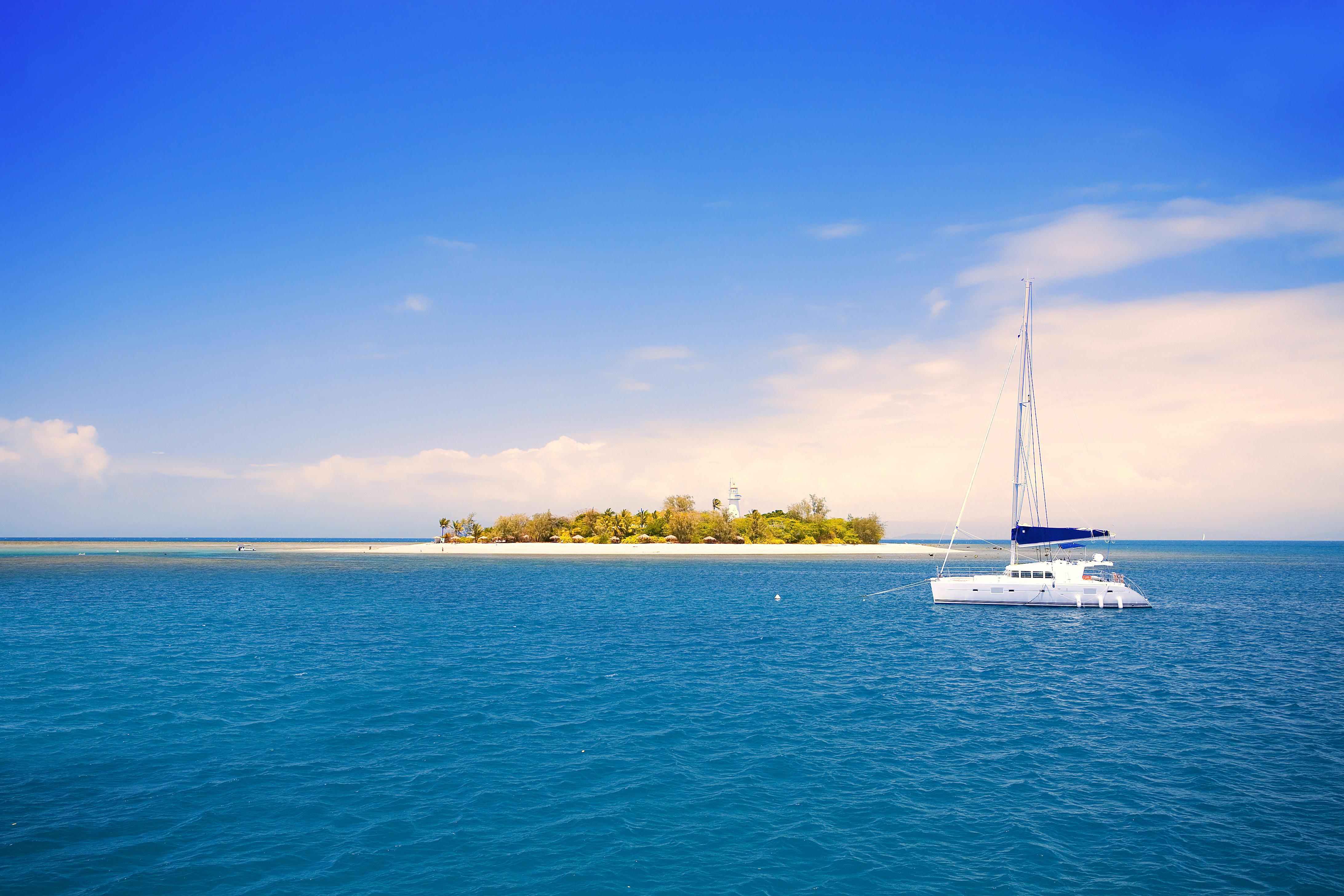 обои тропики, море, яхта, остров картинки фото