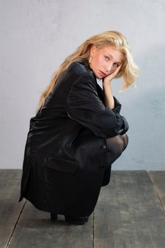 Photo free pose, blonde girl sitting, blonde