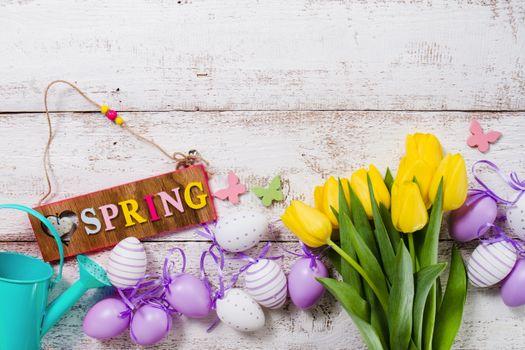 Фото бесплатно украшение, пищевое яйцо, жёлтые тюльпаны