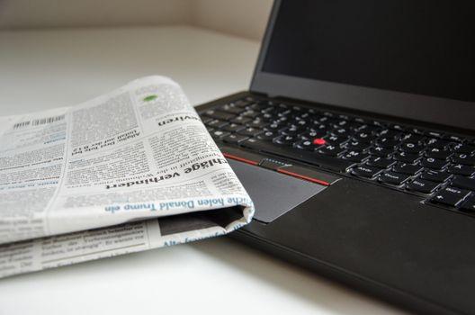 Фото бесплатно газета, клавиатура, компьютер