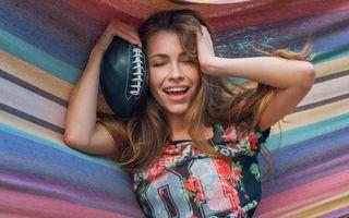 Бесплатные фото lyuda,alex lynn,спортивная девушка,длинные волосы,футбол,улыбка,брюнетка