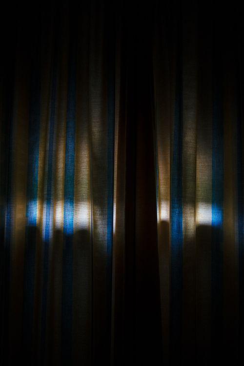 Фото бесплатно занавес, тень, темное, окно, curtain, shadow, dark, window, текстуры