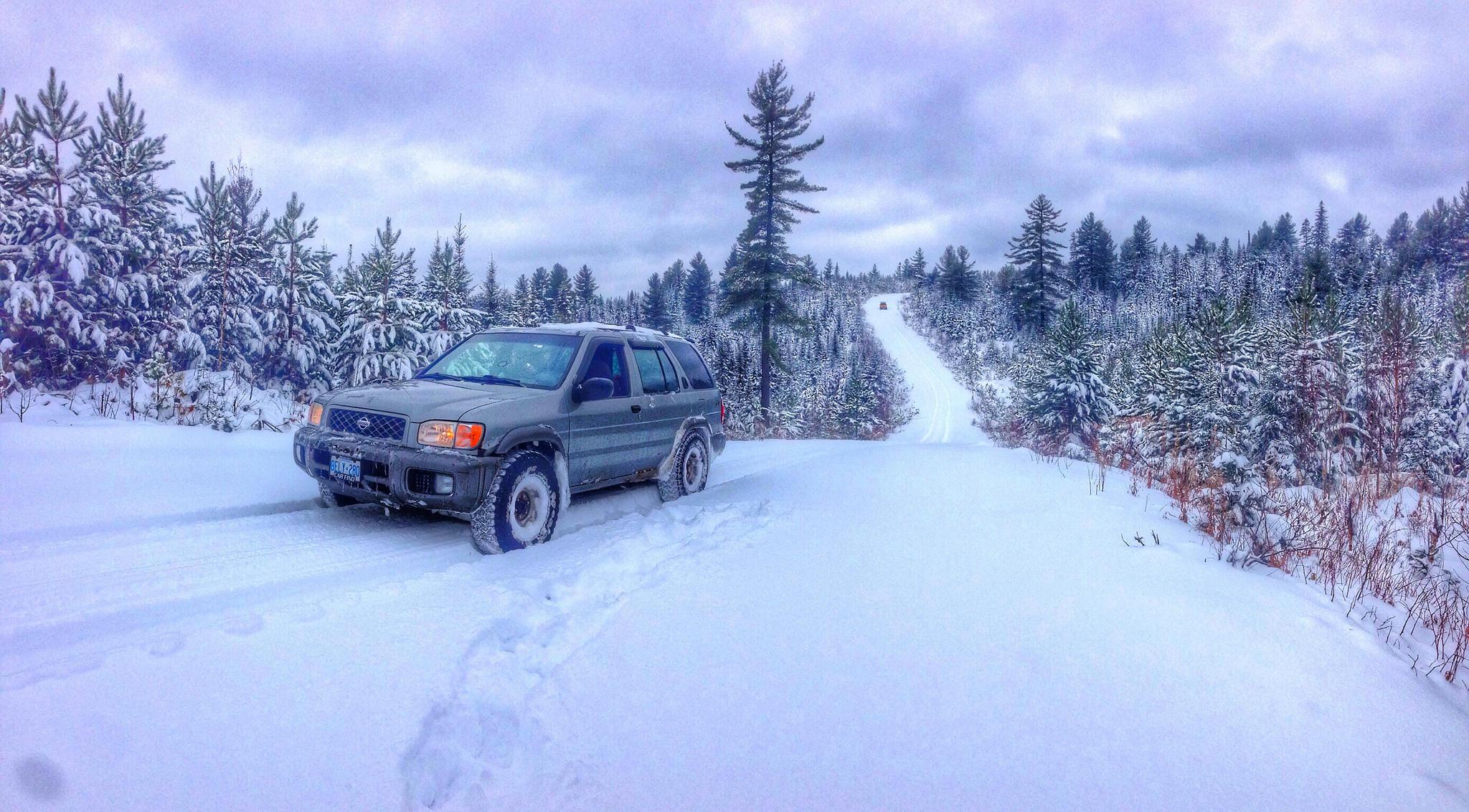 Обои зима, снег, сугробы, дорога