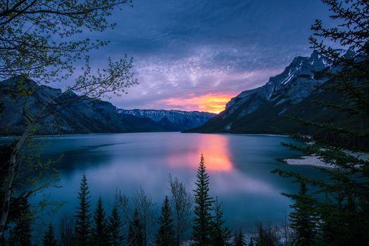 Photo free Minnewanka Lake, sunset, Banff National Park