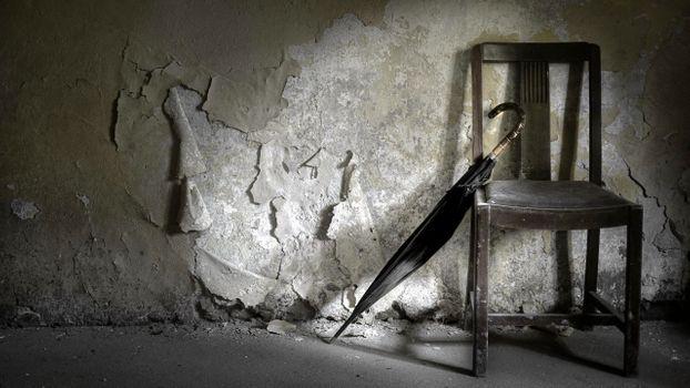 Заставки заброшенное здание, стул, зонтик