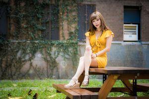 Photo free table, asian dress, girls legs