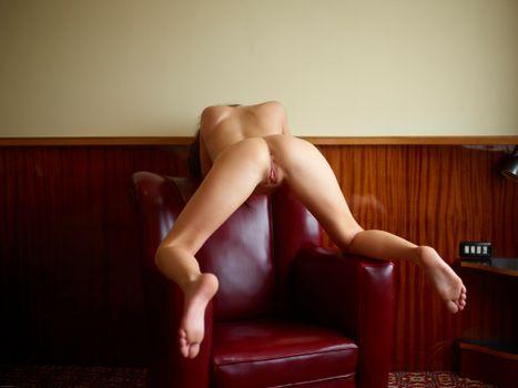 фото девушек с раздвинутыми ножками раком стоят - 3