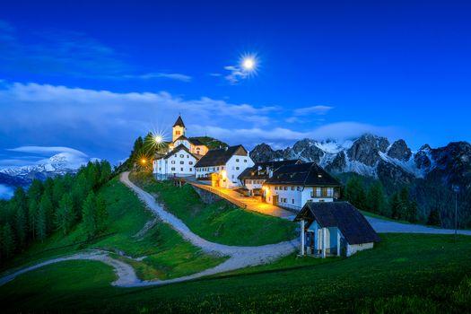 Фото бесплатно Восход луны над Монте Луссари, Италия, строения
