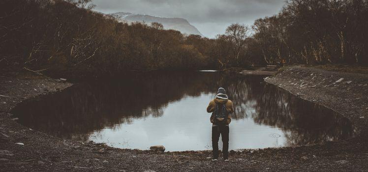 Бесплатные фото человек,пруд,облачно,деревья,мрачный,man,pond,cloudy,trees,gloomy