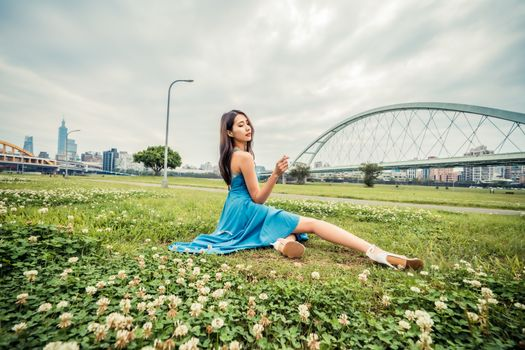 Photo free young woman, asian, grass