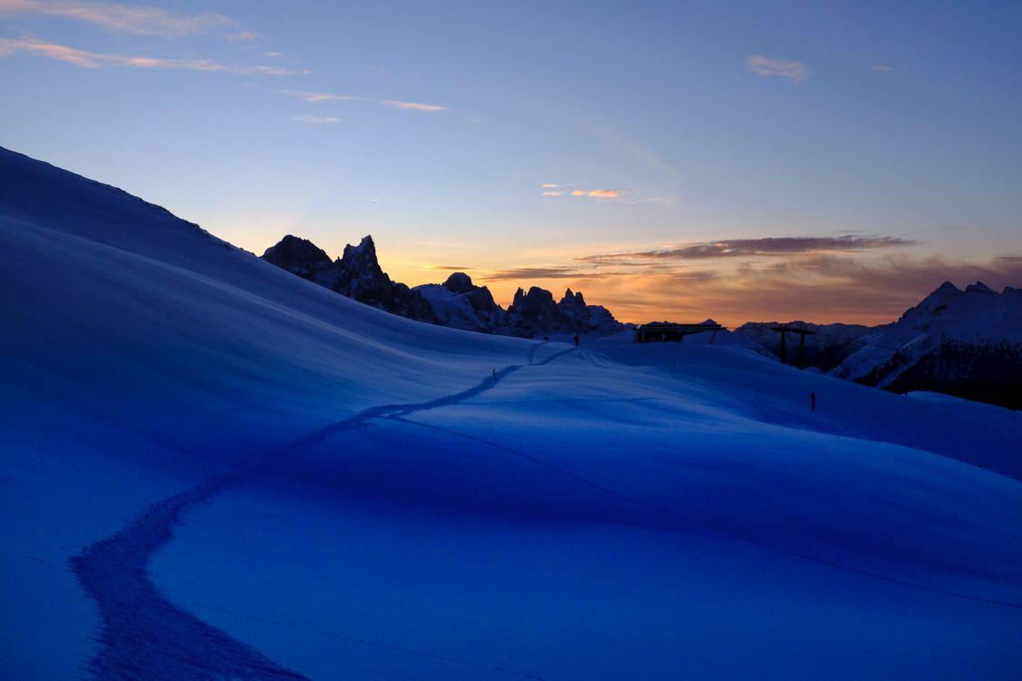 Фото бесплатно снег, след, горы, небо, snow, trail, mountains, sky, пейзажи