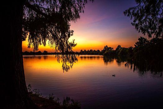 Заставки закат, озеро, силуэты
