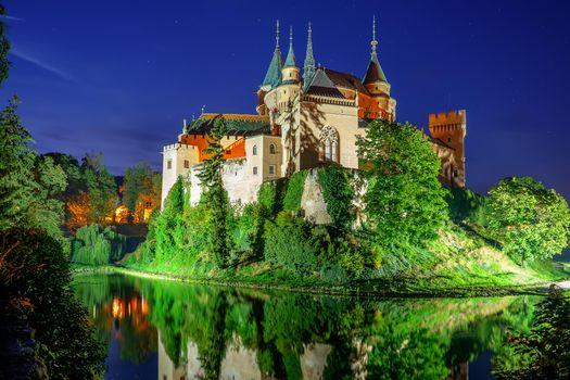 Бесплатные фото Bojnice Castle,Slovakia,Бойницкий замок,Словакия,ночь,иллюминация