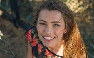 Бесплатные фото люда,alex lynn,длинные волосы,великолепные,голубые глаза,улыбка,брюнетка