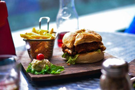 Photo free hamburger, french fries, drinks