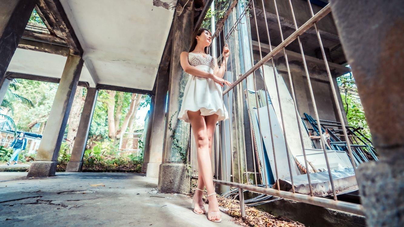 Фото молодая женщина брюнетка ноги - бесплатные картинки на Fonwall