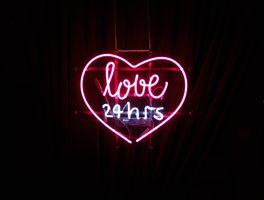Бесплатные фото сердце,надпись,неон,любовь,heart,inscription,neon