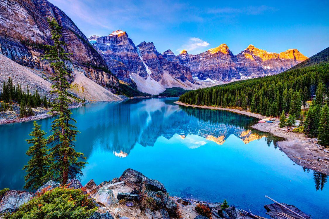 Обои Озеро Морейн, Альберта, Канада, Moraine Lake, горы, деревья, пейзаж на телефон | картинки пейзажи