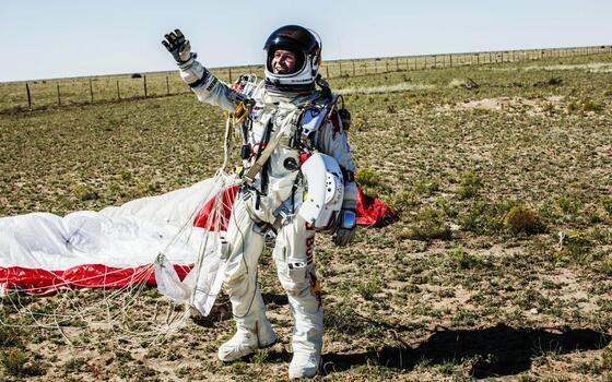 Фото бесплатно мужчина, космонавт, парашютист