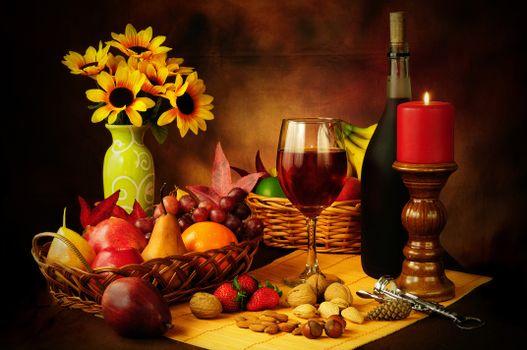 Обои натюрморт,стол,фрукты,свеча,орехи,цветы,вино