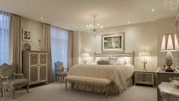 Фото бесплатно спальня, люстра, кровать