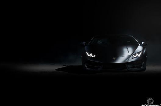 Фото бесплатно Lamborghini Huracan, черный фон, фары