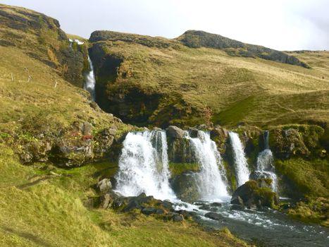 Бесплатные фото водопад,скалы,природа,облака,лес,море,трава,камни,река,на склоне холма,горы,брызги