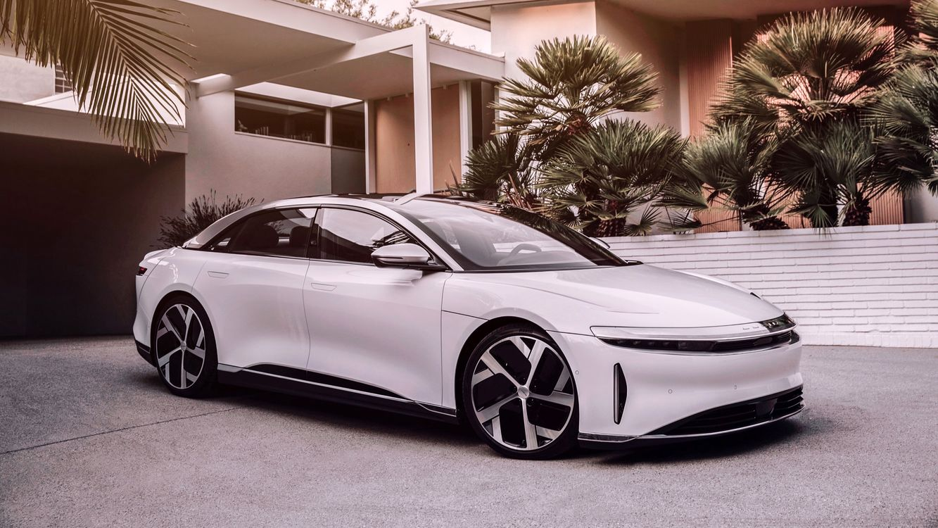 Photo white Lucid Air 2020 side view - free pictures on Fonwall