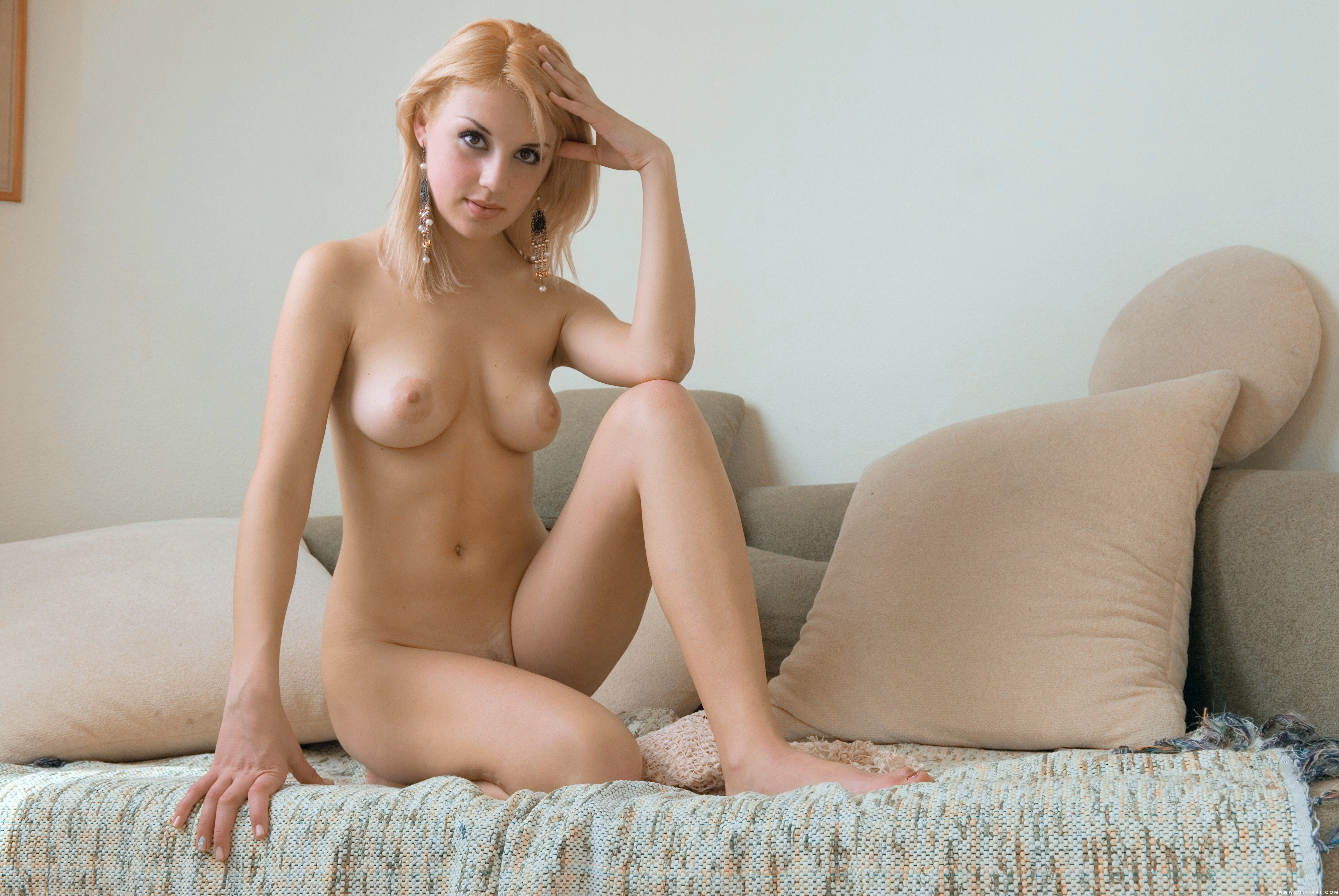 Naked girl on sofa — 11