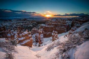 Обои Брайс-Каньон, США, штат Юта, закат, зима, горы, скалы, пейзаж