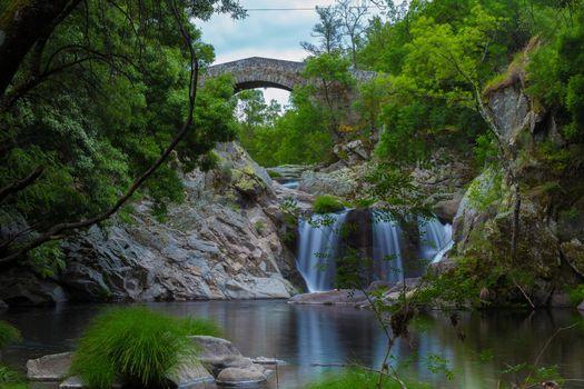 Заставки Река Вароса,Тарока,Португалия,река,мост,арка,деревья,водопад,пейзаж