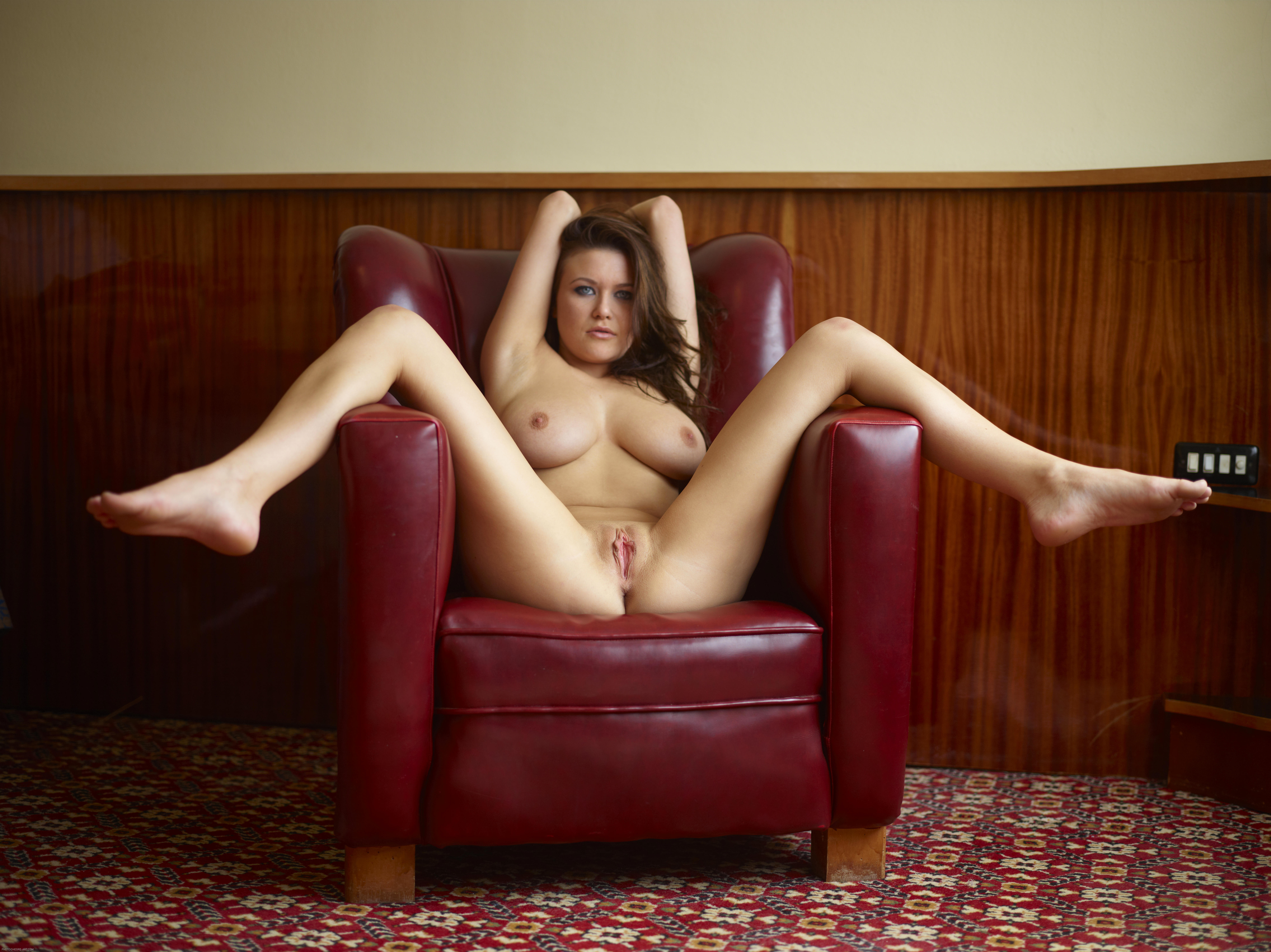 Раздвигает ноги и соблазняет, Студентка соблазнила молодого препода и раздвинула 24 фотография