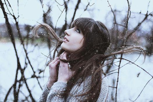 Бесплатные фото женщины,модель,женщины на открытом воздухе,брюнетка,свитер