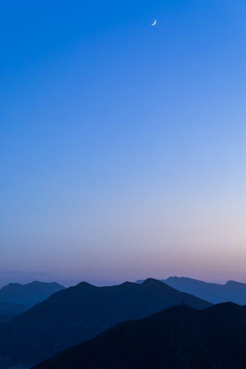 Чистое небо и Луна · бесплатное фото