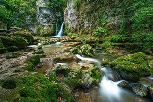 Заставки водопад, лес, деревья, скалы, природа
