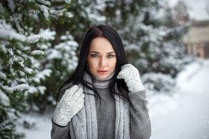 Бесплатные фото Анджелина Петрова,женщины,модель,перчатки,снег,глубина резкости,черные волосы
