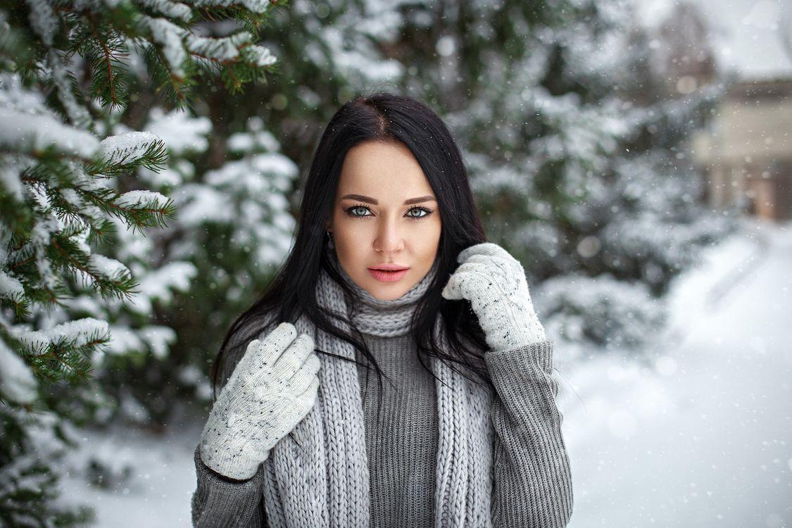 Фото бесплатно Анджелина Петрова, женщины, модель, перчатки, снег, глубина резкости, черные волосы, свитер, женщины на открытом воздухе, портрет, Angelina Petrova, women, model, gloves, snow, девушки