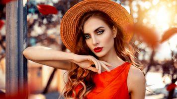Бесплатные фото модель,брюнетка,чувственные губы,русский,сочные губы,шляпа,лицо