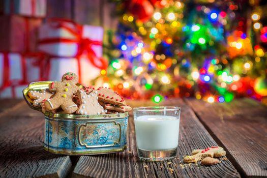 Печенье, новый год и молоко · бесплатное фото